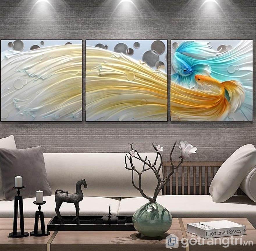 Tranh ốp tường có độ bền cao, tạo vẻ đẹp rất riêng cho không gian phòng khách.