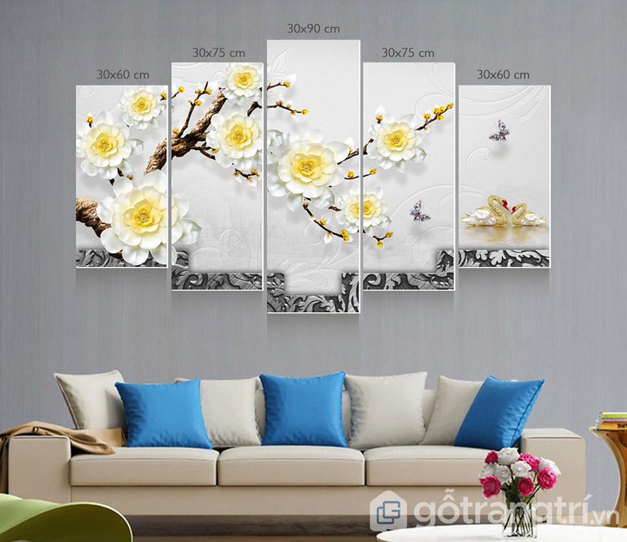 Tranh gạch ốp tường tạo sự sang trọng cho không gian phòng khách.