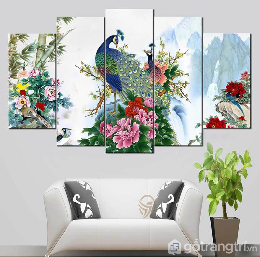 Những mẫu tranh treo tường nghệ thuật luôn tạo sự sang trọng cho phòng khách.