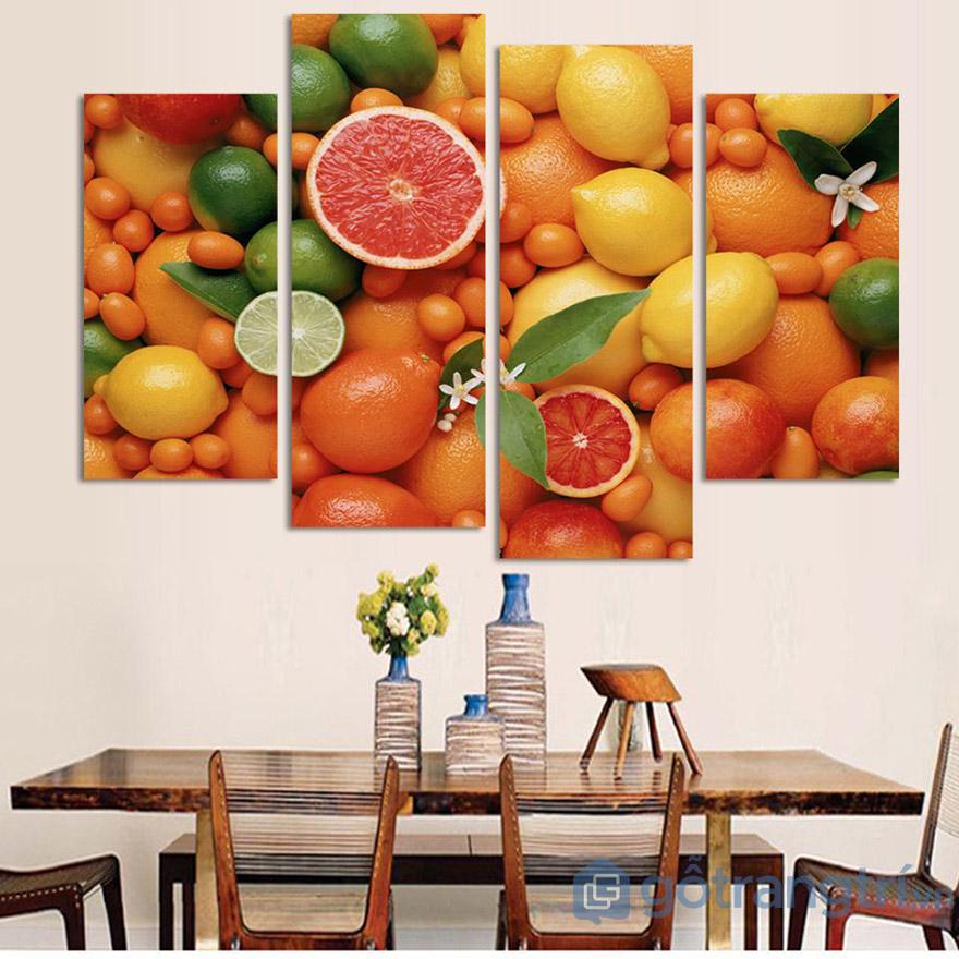 Nhà bếp nên chọn những mẫu tranh về hoa quả, đồ ăn.