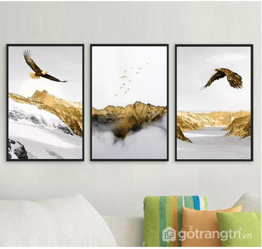 Mệnh Kim nên chọn lựa những bức tranh treo tường có màu vàng kim hoặc trắng làm màu chủ đạo