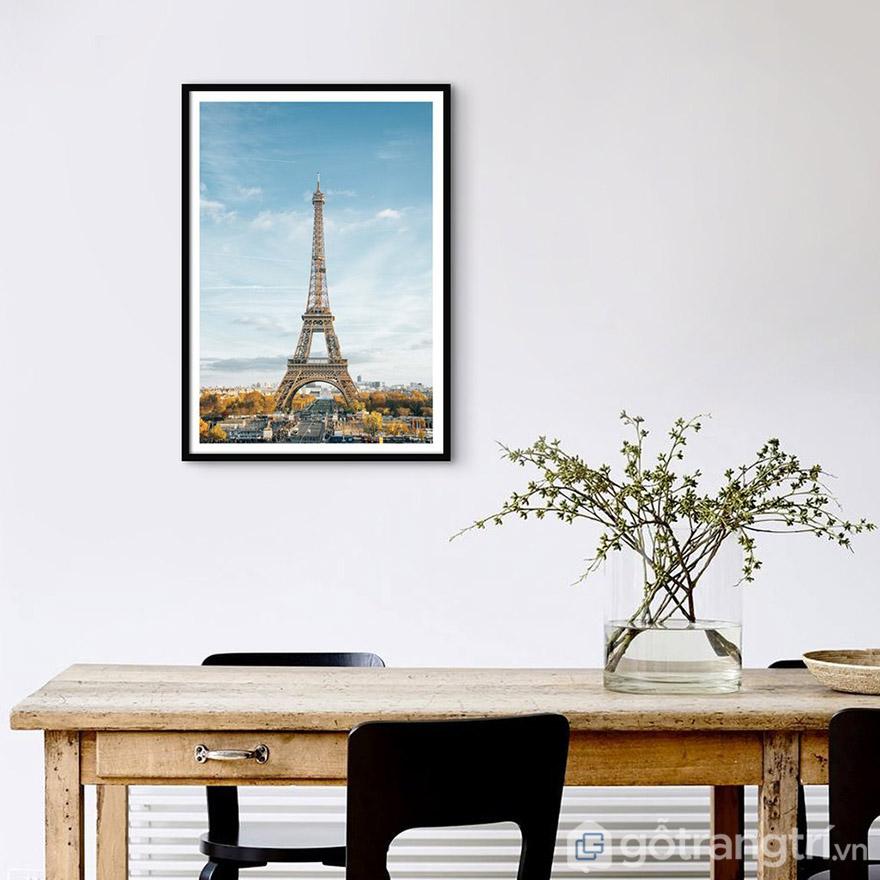 Vị trí treo tranh cần phù hợp về chiều cao để dễ quan sát nhất, tạo điểm nhấn cho không gian.