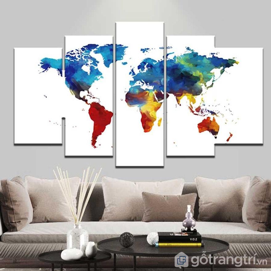 Nếu là người yêu thích địa lý, bạn có thể chọn treo tranh bộ bản đồ thế giới.