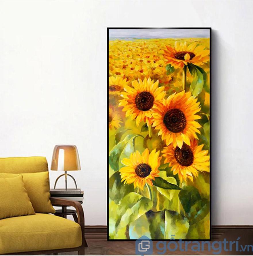 Bạn có thể chọn đặt tranh cạnh bàn làm việc, trên kệ tủ hoặc dựa tranh vào góc tường. Không nhất thiết phải treo tranh lên tường.