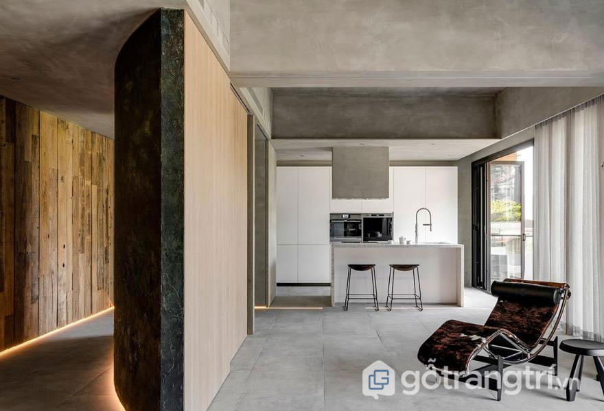 Bức tường ngăn cách giữa phòng khách và hành lang (Ảnh: Internet)