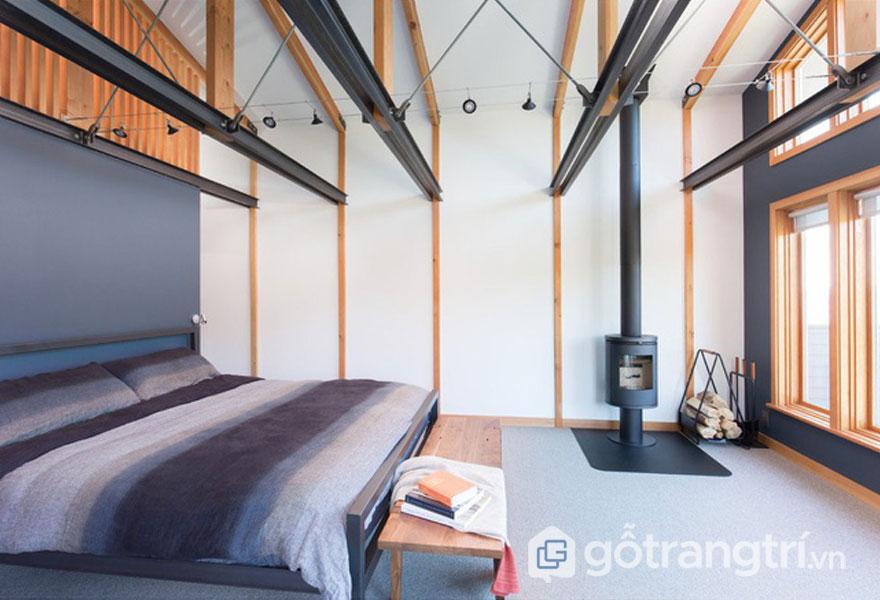 Sự đan xen giữa gam màu cam và đen của kết cấu dầm nhà tạo sự độc đáo có phòng ngủ đương đại (Ảnh: Internet)