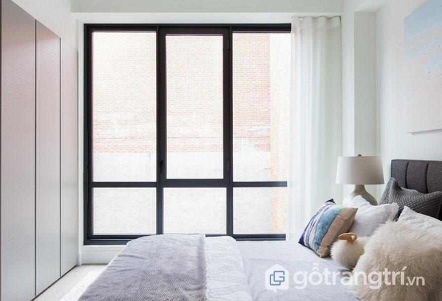 Rèm cửa màu trắng nhẹ nhàng (Ảnh: Internet)
