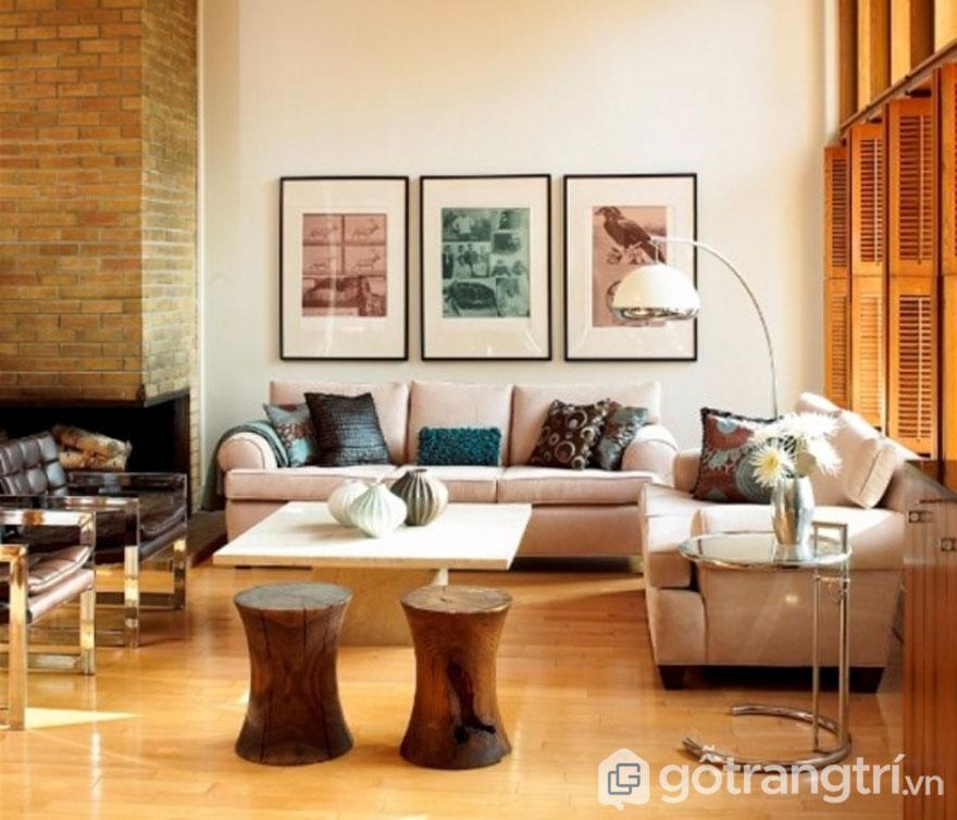 Phòng khách Eco nổi bật với gam màu nâu trầm (Ảnh: Internet)