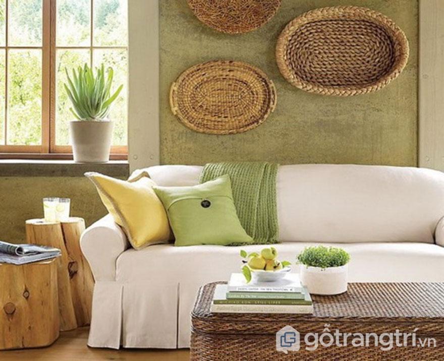 Nội thất phòng khách trang trí khá đơn giản (Ảnh: Internet)