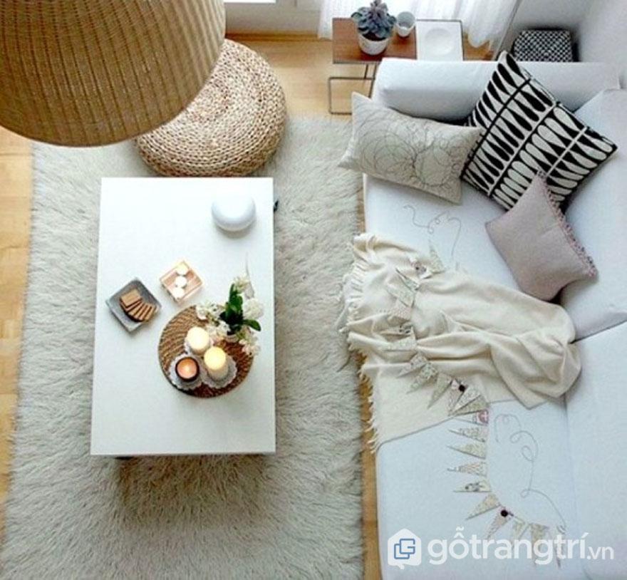 Phòng khách được bài trí khá đơn giản nhưng không kém phần độc đáo, quyến rũ (Ảnh: Internet)
