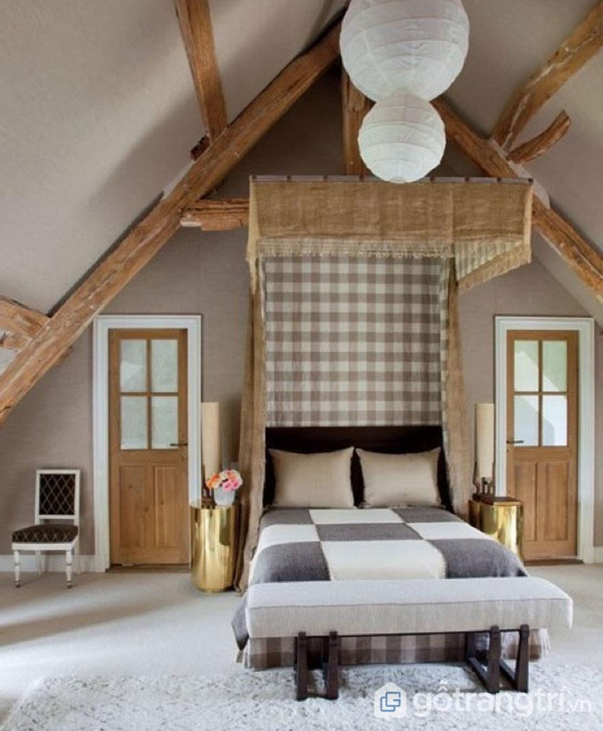 Chất liệu gỗ xù xì kết hợp với vải thô tạo nên không gian sống bình dị, giản đơn cho ngôi nhà (Ảnh: Internet)