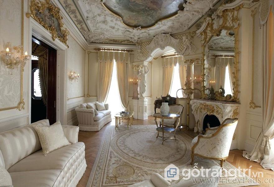 Phòng khách sang trọng với đồ nội thất đối xứng (Ảnh: Internet)