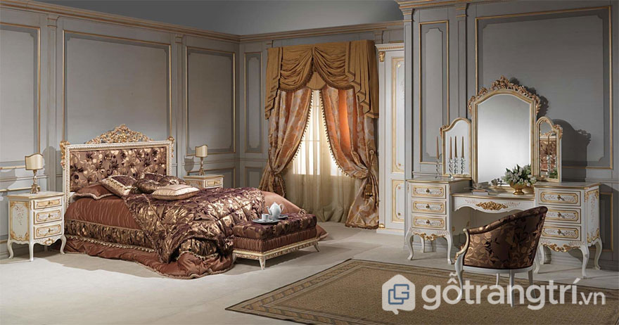 Giường ngủ chạm khắc hoa văn phủ mạ vàng đồng (Ảnh: Internet)