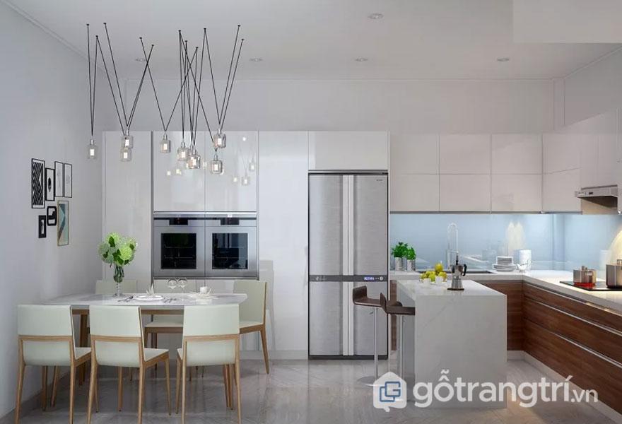Phong cách hitech trong nội thất được thể hiện rất rõ qua phòng ăn với gam màu trắng xám. Đèn thả trần độc đáo làm tăng sự quyến rũ cho gian phòng (Ảnh: Internet)