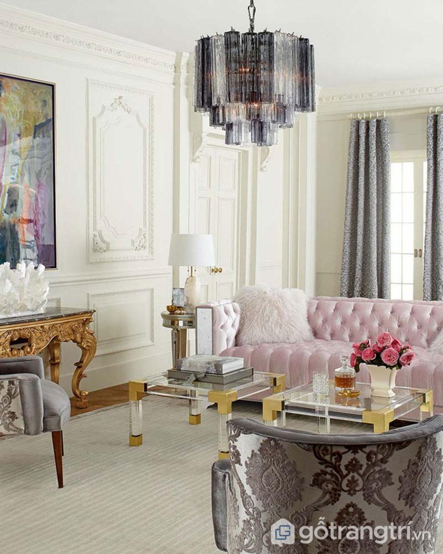 Với vẻ đẹp sang trọng, và rất tráng lệ mà phong cách Baroque mang đến đã khiến cho không gian phòng khách của gia đình thêm lộng lẫy (Ảnh: Internet)