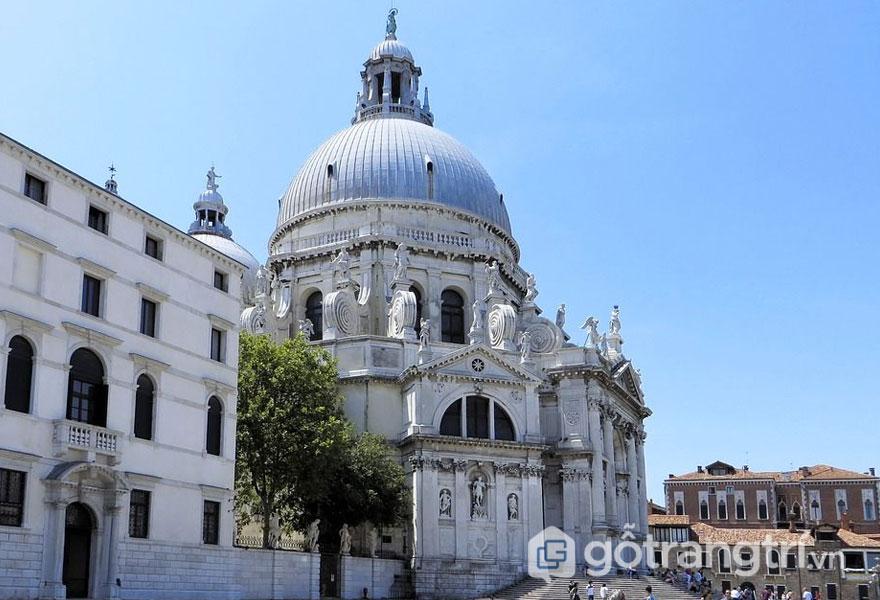 Phong cách Baroque được thể hiện qua công trình kiến trúc (Ảnh: Internet)