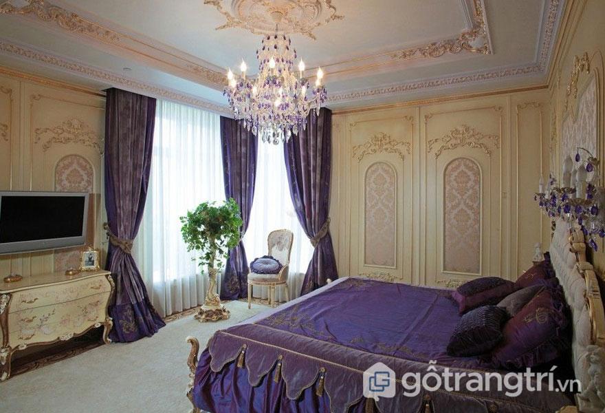 Drap trải giường được thiết kế sang trọng, cao cấp được làm từ lụa, thổ cẩm… thêu dệt hết sức tinh xảo (Ảnh: Internet)