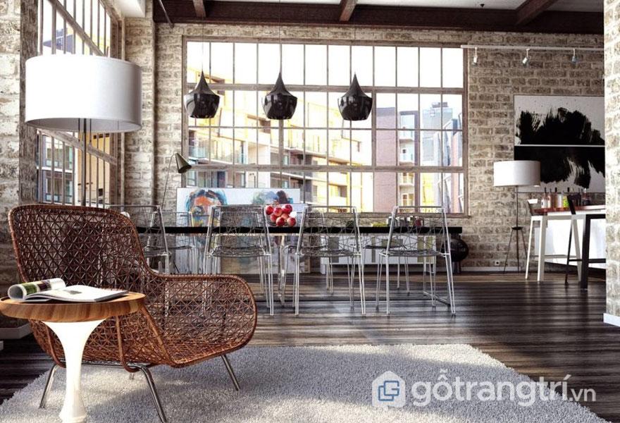 Không gian căn phòng được thiết kế theo phong cách loft khá là thông thoáng, dễ chịu, đồ nội thất như ghế ngồi được làm từ kim loại (Ảnh: Internet)