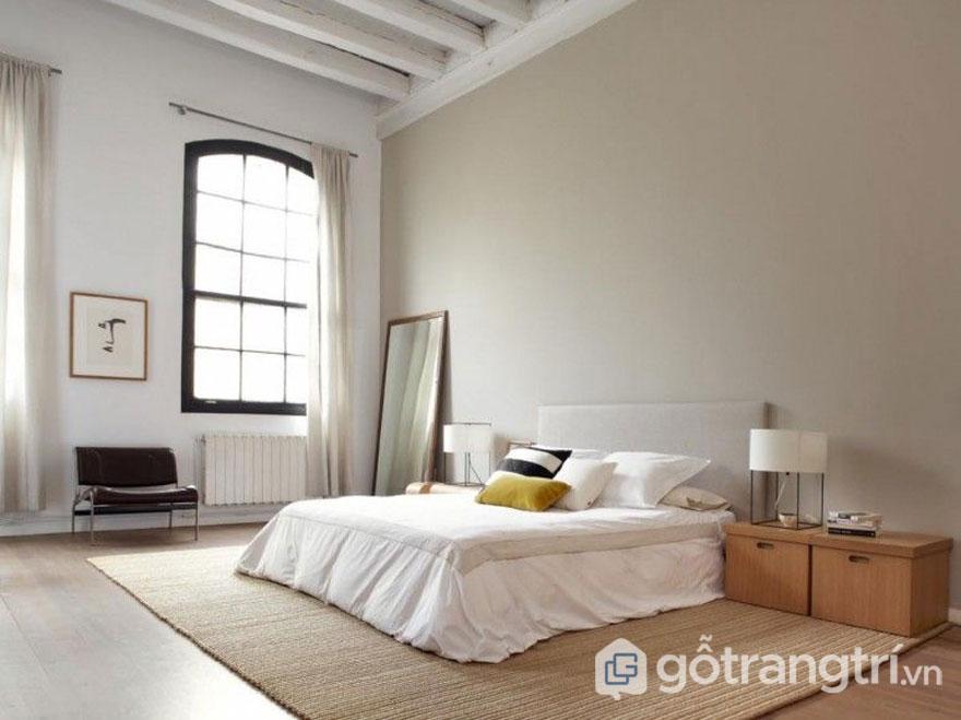 Phòng ngủ được trải thảm cói nhìn khá dân giã, gần gũi (Ảnh: Internet)