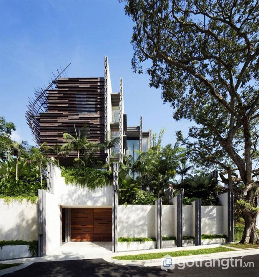 Mặt tiền ngôi nhà kết cấu nhiều lớp để cản nắng nóng (Ảnh: Internet)