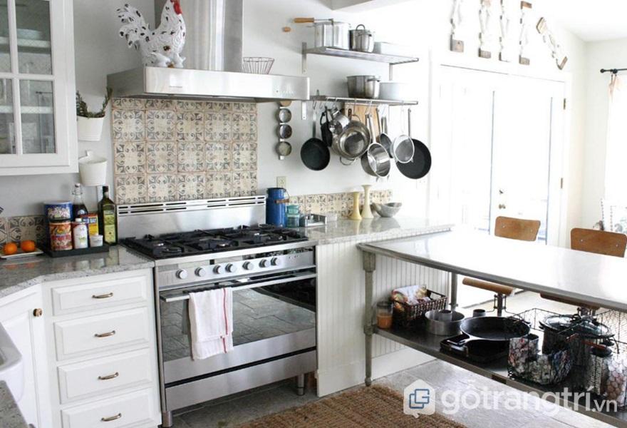 Khu bếp với vật liệu thép không gỉ - ảnh internet