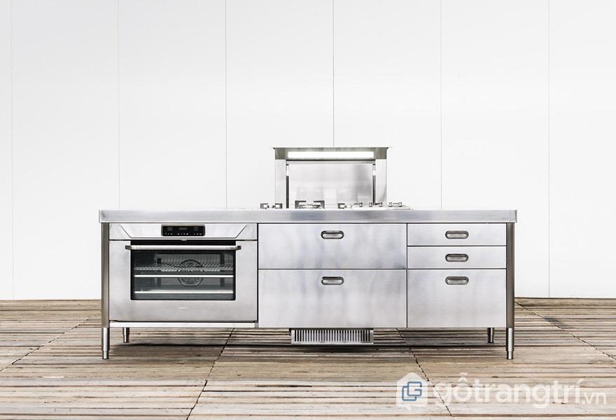 Đảo bếp được làm từ thép không gỉ - ảnh internet