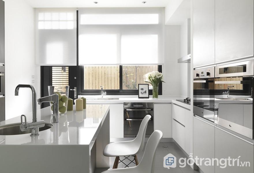Căn bếp hiện đại, thanh lịch với vật liệu kim loại - ảnh internet