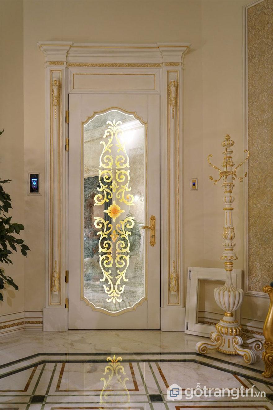 Các chi tiết kiến trúc mạ vàng là phổ biến trong cả hai phong cách thiết kế (Ảnh: Internet)