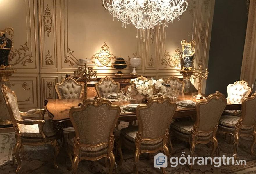 Bộ bàn ăn theo phong cách hoàng gia (Ảnh: Internet)