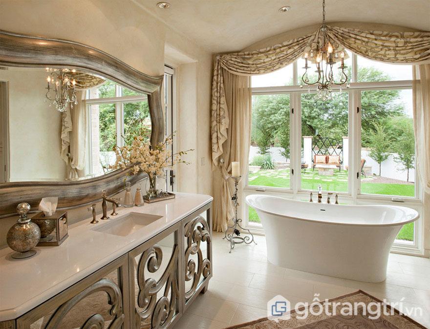 Rèm cửa được làm từ vải lụa cao cấp sẽ giúp căn phòng luôn trở nên sang trọng (Ảnh: Internet)