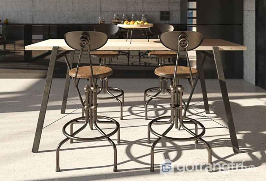 Bộ bàn ăn được làm từ chất liệu sắt (Ảnh: Internet)