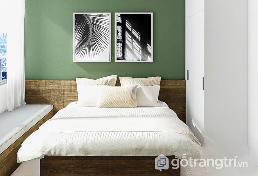 Phòng ngủ này với bức tường màu xanh, và bức tranh cây lá khá đơn giản (Ảnh: Internet)