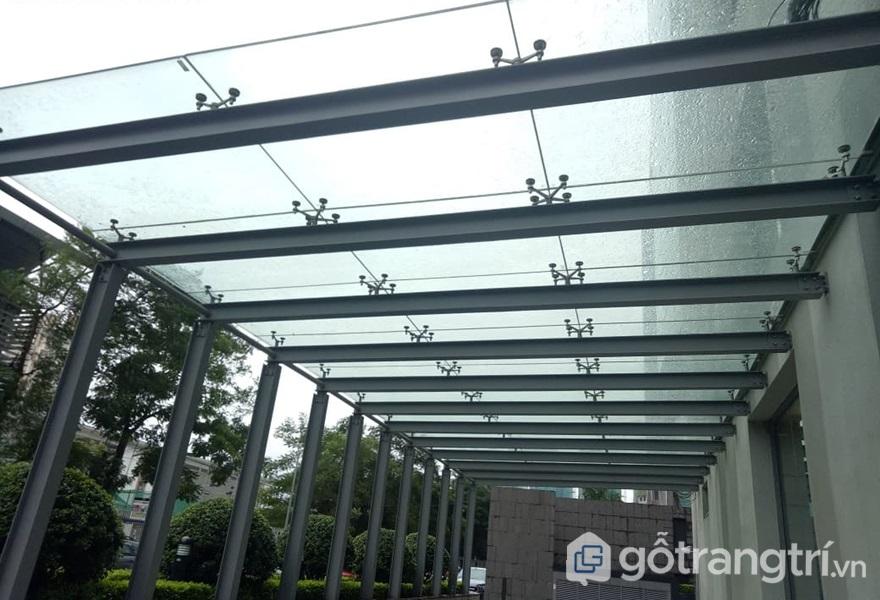 Kính cường lực phản quang được ứng dụng làm mái kính - ảnh internet