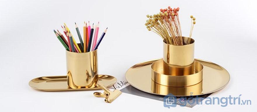 Cách trang trí bàn làm việc nhỏ bằng ống đựng bút