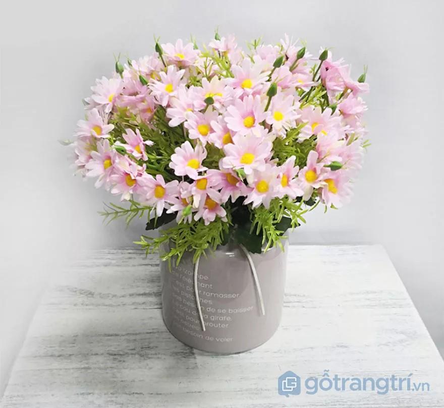 cách trang trí bàn làm việc nhỏ với hoa giả