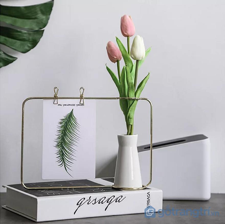 cách trang trí bàn làm việc nhỏ bằng khung ảnh