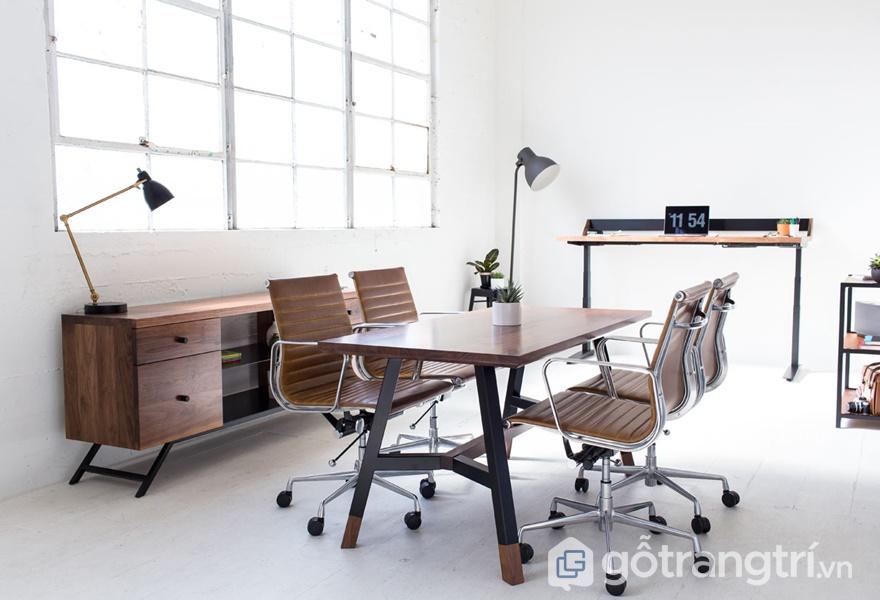 Không gian làm việc với những món đồ nội thất gỗ óc chó - ảnh internet