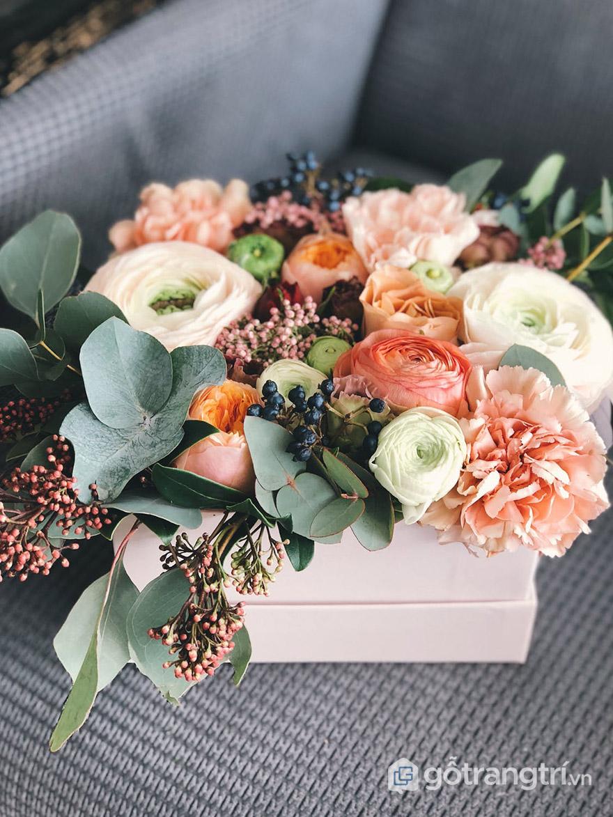 Hoa giả trang trí bàn làm việc