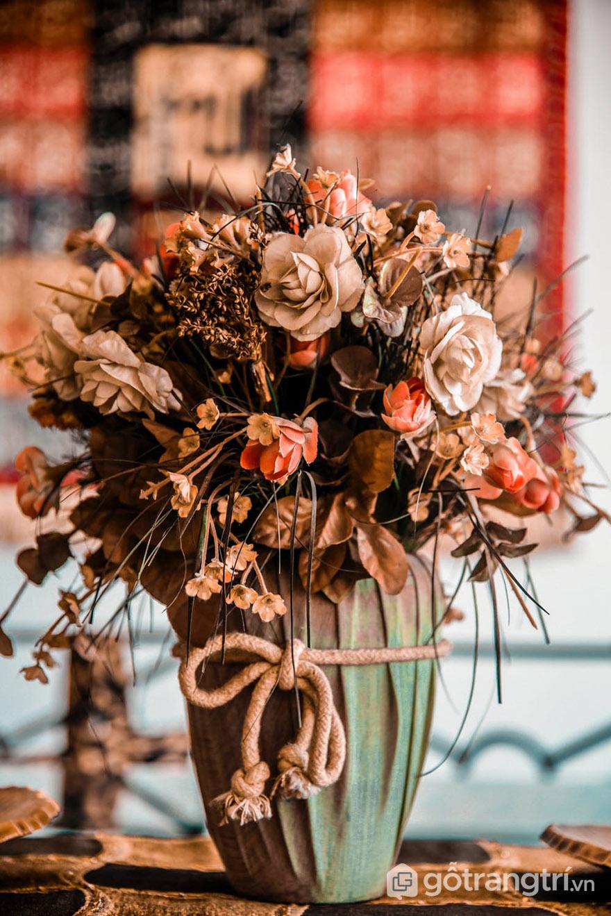 Hoa giả trang trí bàn đẹp