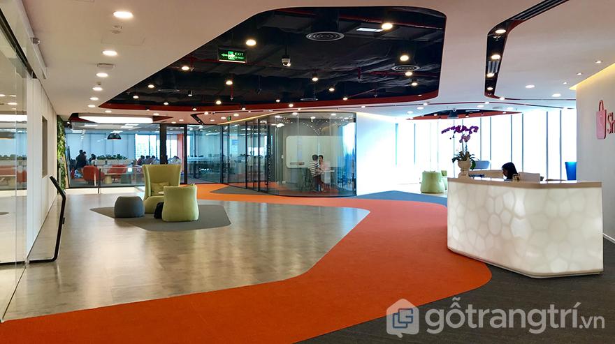 Kính màu trang trí sảnh lớn văn phòng