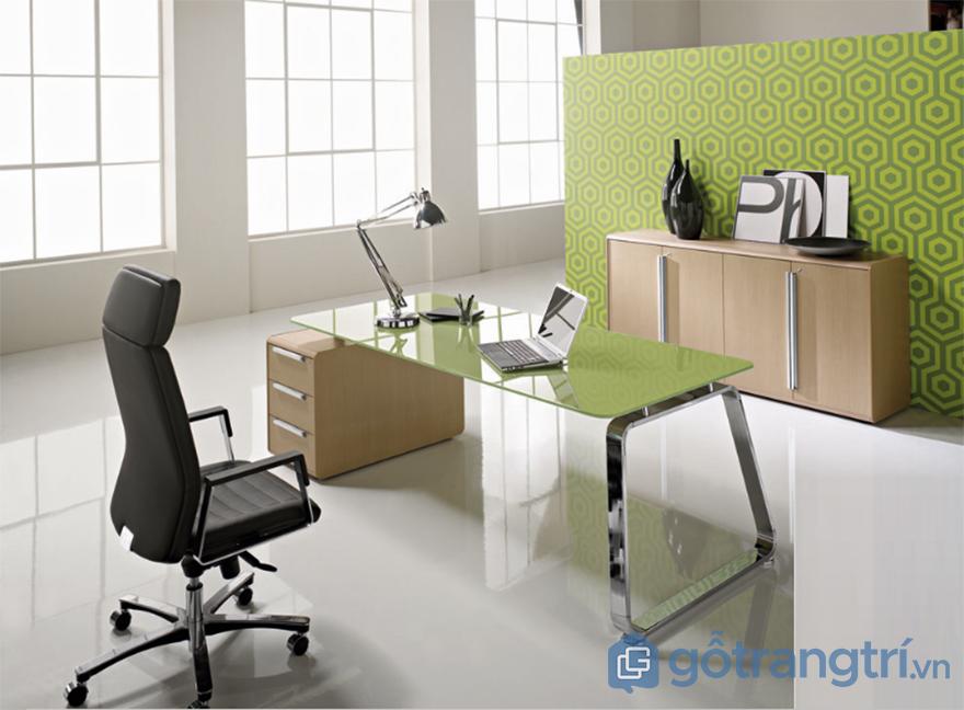 Kính màu trang trí bàn làm việc