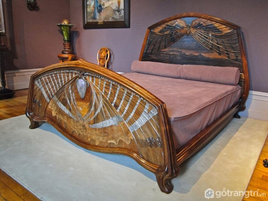Chiếc giường Bình minh và Hoàng hôn, được sản xuất vào năm 1905. Tác giả: Alexandre Prévot CC BY 2.0