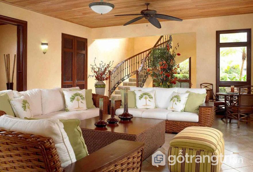 Phòng khách sử dụng ghế sofa đan bằng tre bọc nệm (Ảnh: Internet)