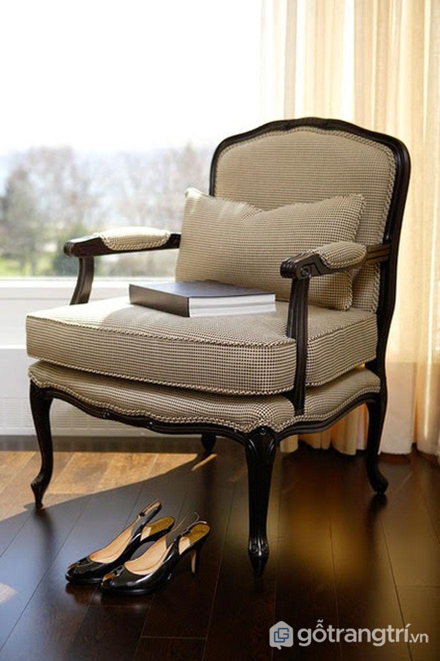 Chiếc ghế bọc đệm ở trong phòng (Ảnh: Internet)