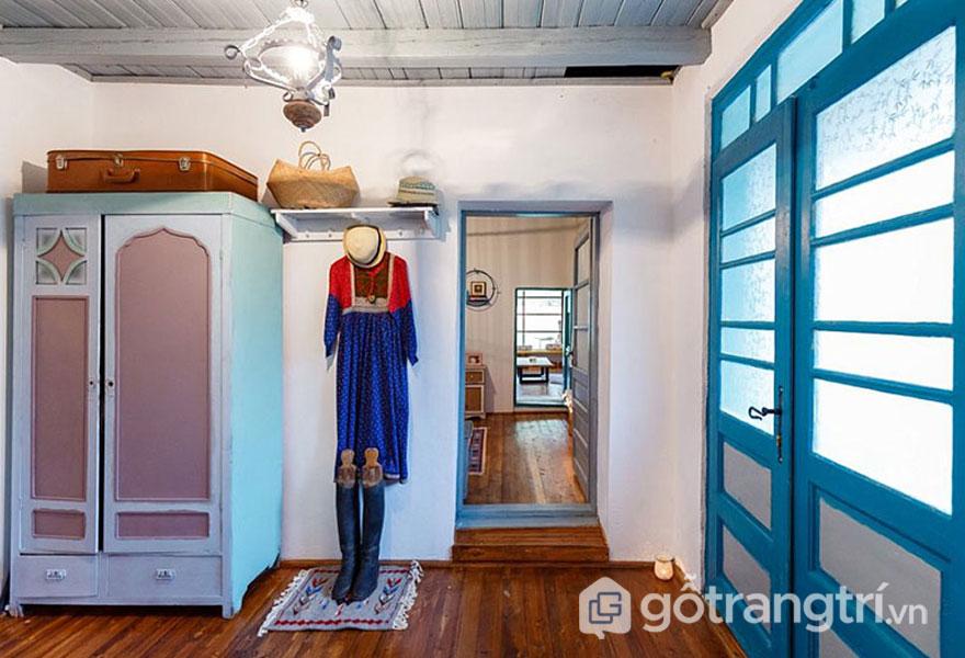 Tủ quần áo trong khá cổ điển (Ảnh: Internet)