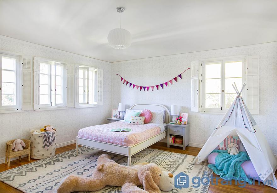 Trang trí phòng ngủ bé gái với thú bông