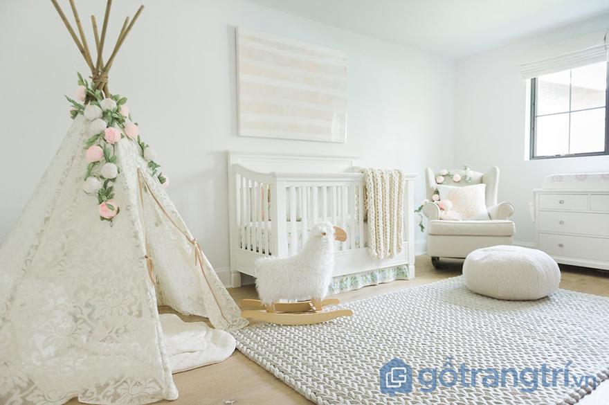 Trang trí phòng ngủ bé gái với hoa
