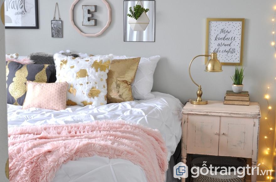 Trang trí phòng ngủ cho bé gái khung ảnh