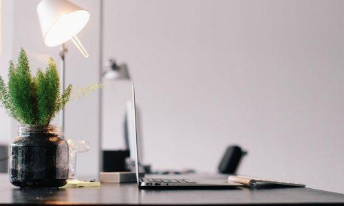 5 Xu hướng trang trí bàn làm việc HOT nhất cho dân công sở