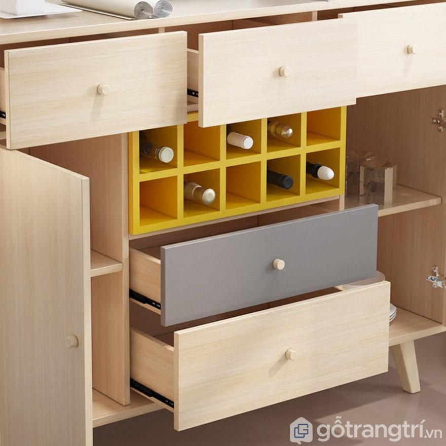 Thiết kế nhiều ngăn đa năng, tiện lợi khi đựng rượu và ly.